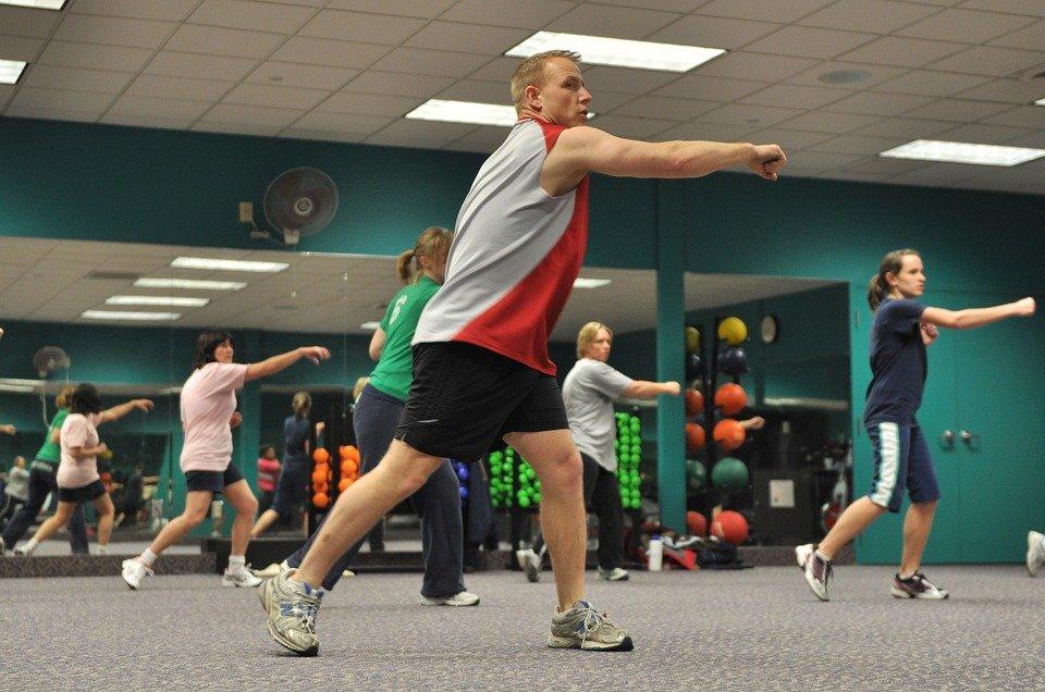Conseils de santé pour les hommes : Des changements de style de vie qui vous aideront à perdre du poids et à améliorer votre santé générale.